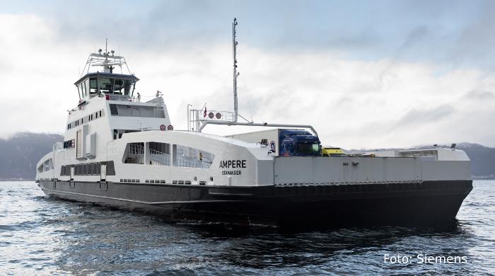 Emissionsfreie Fähre auf Fjord in Norwegen
