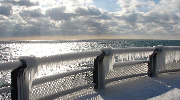Polar Code tritt in Kraft: Blick auf Meer bei Eis und Schnee