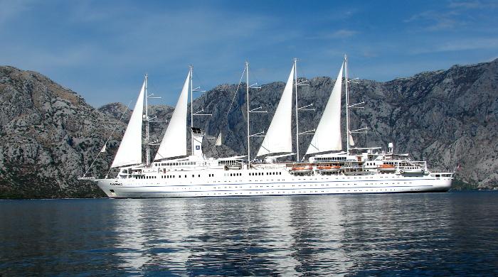 Kreuzfahrtschiff mit ergänzendem Wind-Antrieb