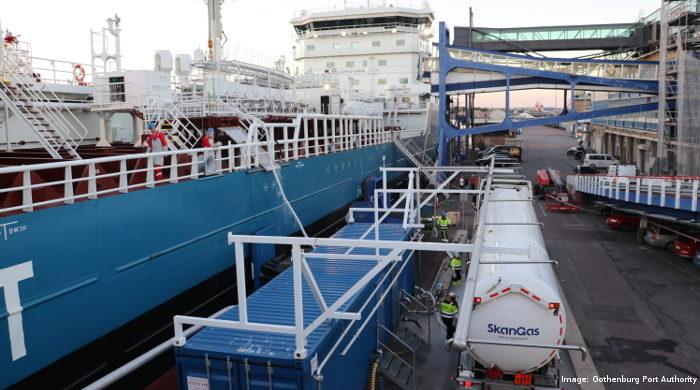 """Die """"Fure Vinga"""" wird als eines der ersten Schiffe weltweit mit Bio-LNG / LBG betankt."""